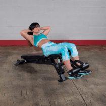 SFID425 Träningsbänk kvinna gör situps