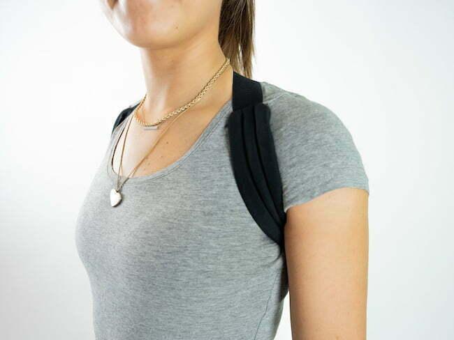 flexi hållningsband framifrån utanpå t-shirt